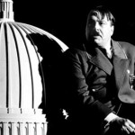 Roger Allam as Hitler © National Theatre
