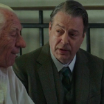 Sir Ian Mckellen as Sherlock Holmes and Roger Allam as Dr Barrie © Mr Holmes